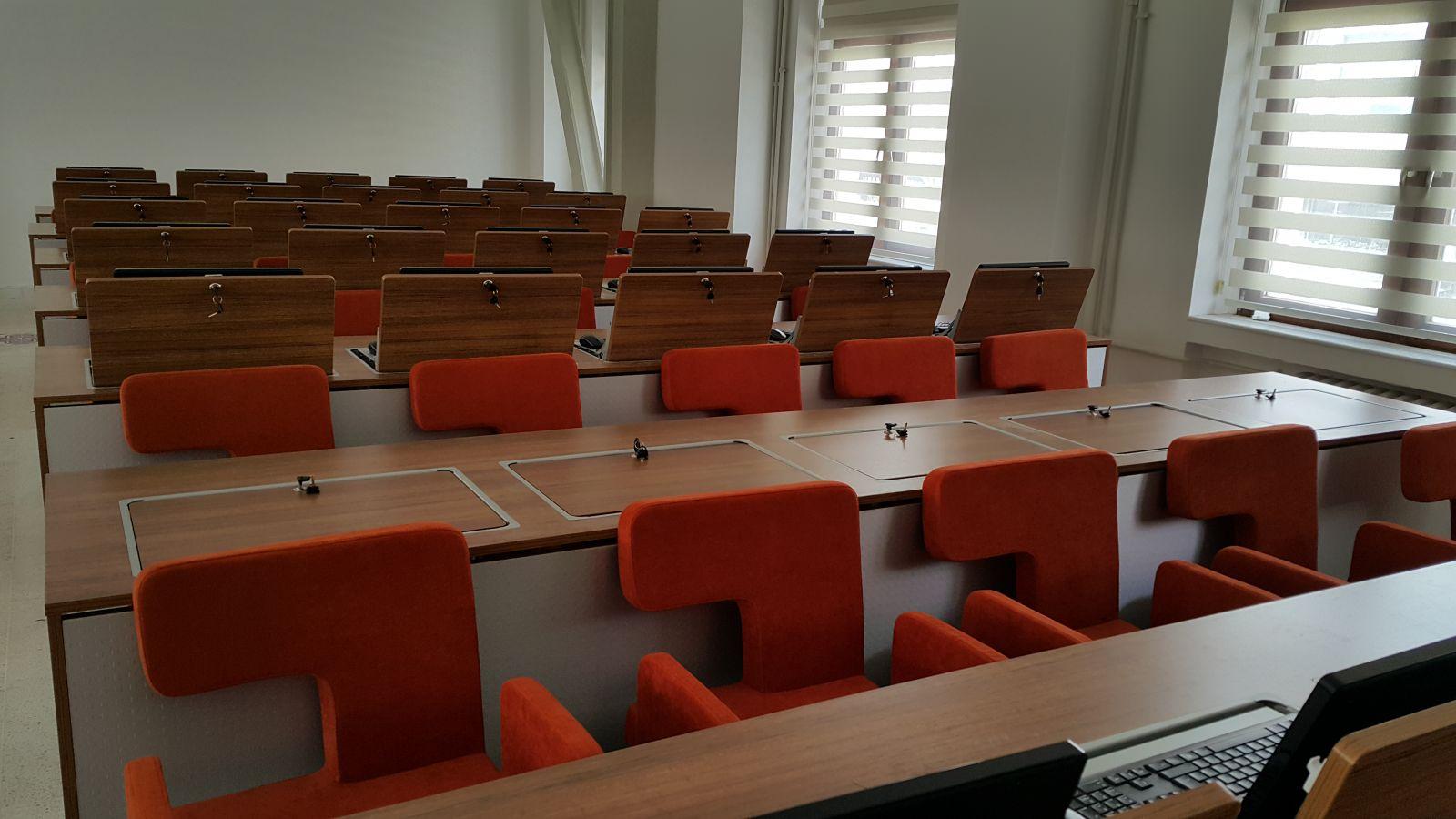 İstanbul Üniversitesi                                                                                                                                                                        Fen Fakültesi                                                                                                                                                                Sekiz Ofis Özel Tasarım